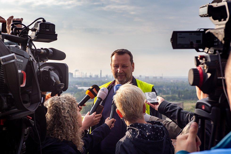 Odstřel ostravského komínu Strakáč, 3.srpna 2019 v Ostravě. Na snímku střelmistr Petr Šobíšek.