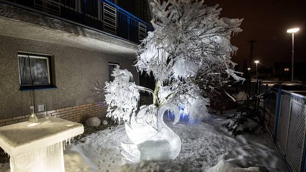 Nádherné ledové sochy zdobí zahradu Ladislava Jehláře z Paskova.