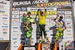 SUVERÉN. Martin Michek (uprostřed) zvítězil v kategorii MX1 Opatově před Neugebauerem (vlevo) a Bartošem (vpravo). Foto: Jiří Kružík