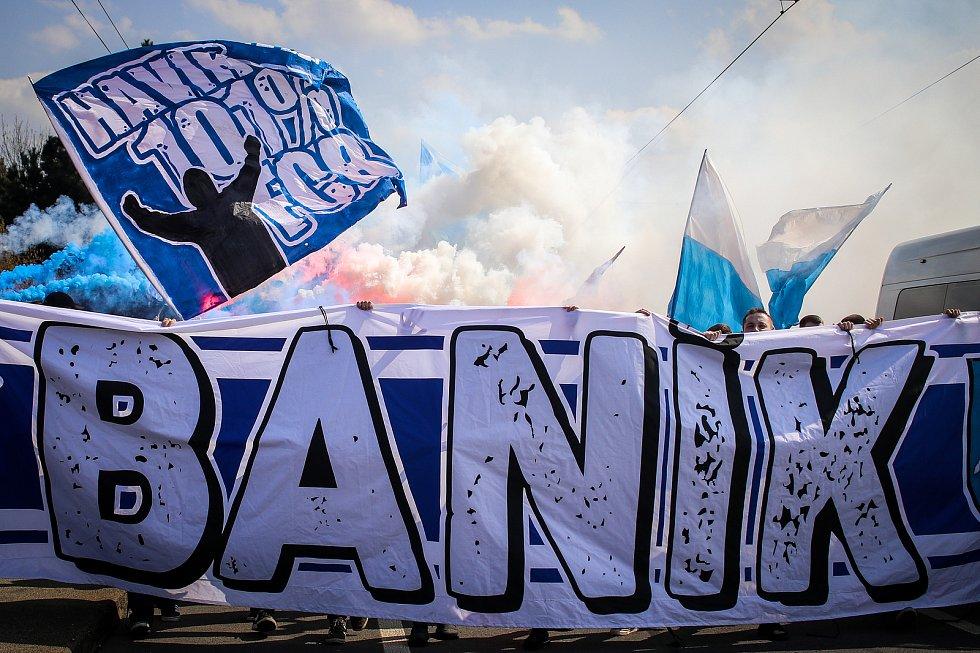 Pochod fanoušků Baníku Ostrava 7. dubna 2019 v Ostravě-Vítkovicích.