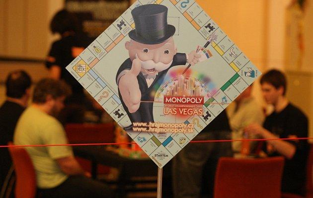 Jedno ze semifinálových kol v hře Monopoly se konalo 14.3.2009 na náměstí SNP v Ostravě-Zábřehu.