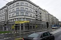 Ještě před revolucí na rohu ulic Poděbradovy a 28. října byla prodejna ovoce a zeleniny Hortex.