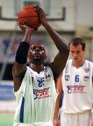 Basketbalista Nové huti Mareus Arnold