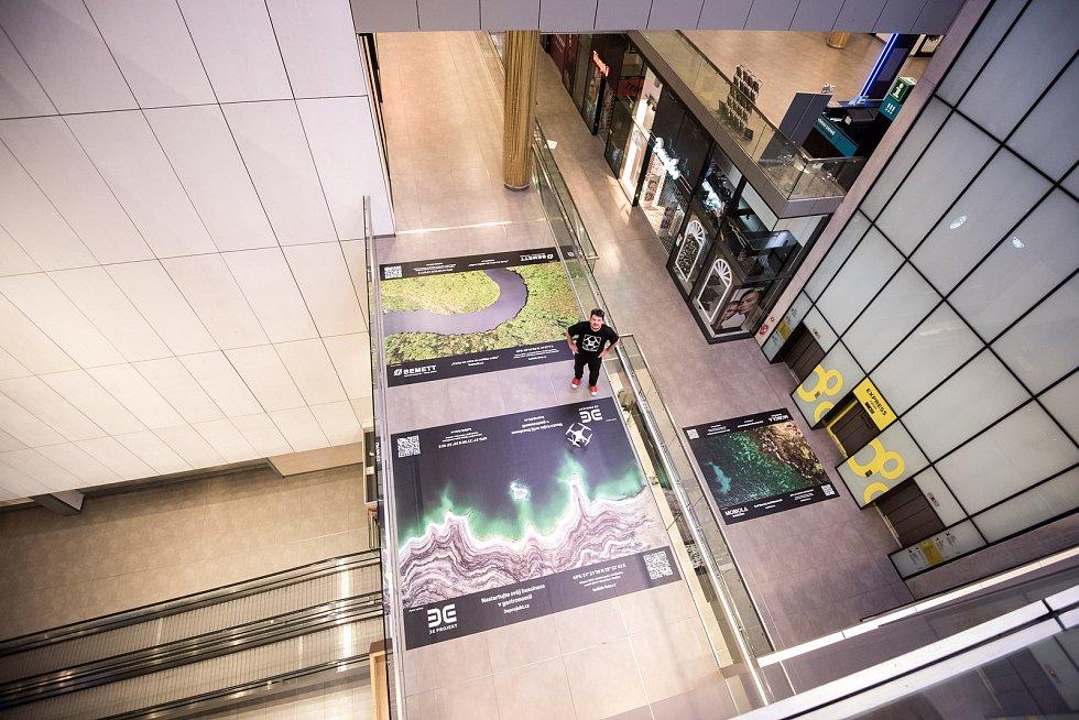 11. listopadu v 11 hodin a 11 minut bude v OC Forum Nová Karolina zpřístupněna unikátní, ve světě zatím nerealizovaná výstava velkoplošných fotografií z dronu. Autor je uznávaný ostravský fotograf a dronař Radima Kolibík.