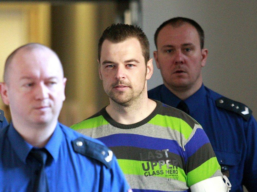 Petr Kramný na chodbě ostravského soudu.