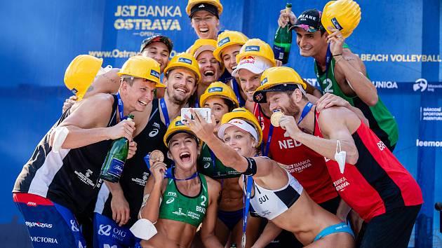 Oslavy stoletého jubilea českého volejbalu začaly v Moravskoslezském kraji na červnovém turnaji Světové série J&T Banka Ostrava Beach Open v Dolních Vítkovicích.
