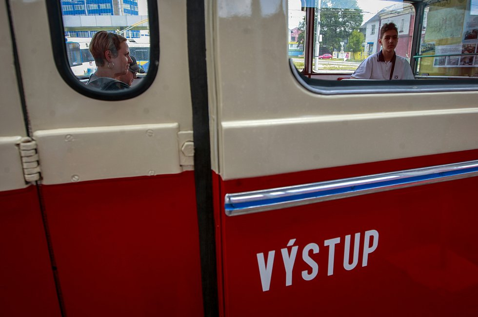 Jízda historickým trolejbusem.