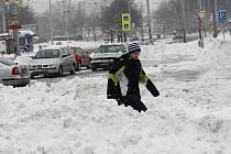 Sněhová nadílka nadělala starosti nejen silničařům ale také motoristům.