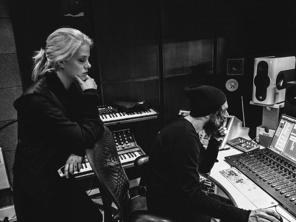 Ve studiu s producentem Borisem Carloffem.