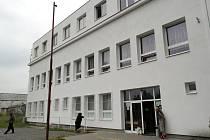 Bývalá správní budova Dolu Šverma II slouží posledních sedm let jako ubytovna.