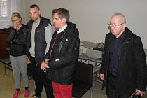 Poláci se v pátek k hlavnímu líčení do Ostravy dostavili. Žena však trvala na překladu obžaloby do mateřského jazyka. Soud bude pokračovat v květnu.