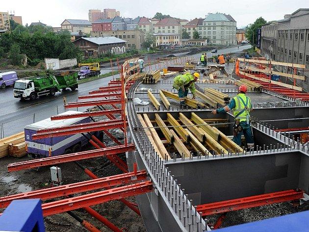 Z CENTRA ROVNOU NA DÁLNICI. To umožní nový sjezd z ulice Českobratrské na Prodlouženou Místeckou, který se nyní staví.