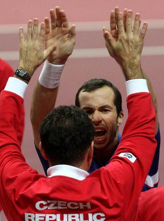 Z utkání čtyřhry Štěpánek, Berdych - Gasquet, Llodra.