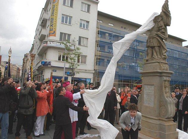 Na Masarykově náměstí v centru Ostravy byla slavnostně odhalena socha sv. Floriána