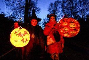 Halloweenský lampionový průvod