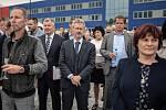 Společnost Magna Energy Storage (MES) otevřela v průmyslové zóně po bývalém černouhelném Dole František továrnu na výrobu vysokoenergetických akumulátorů HE3DA, 17. září 2020 v Horní Suché. Senátor Miloš Vystrčil.