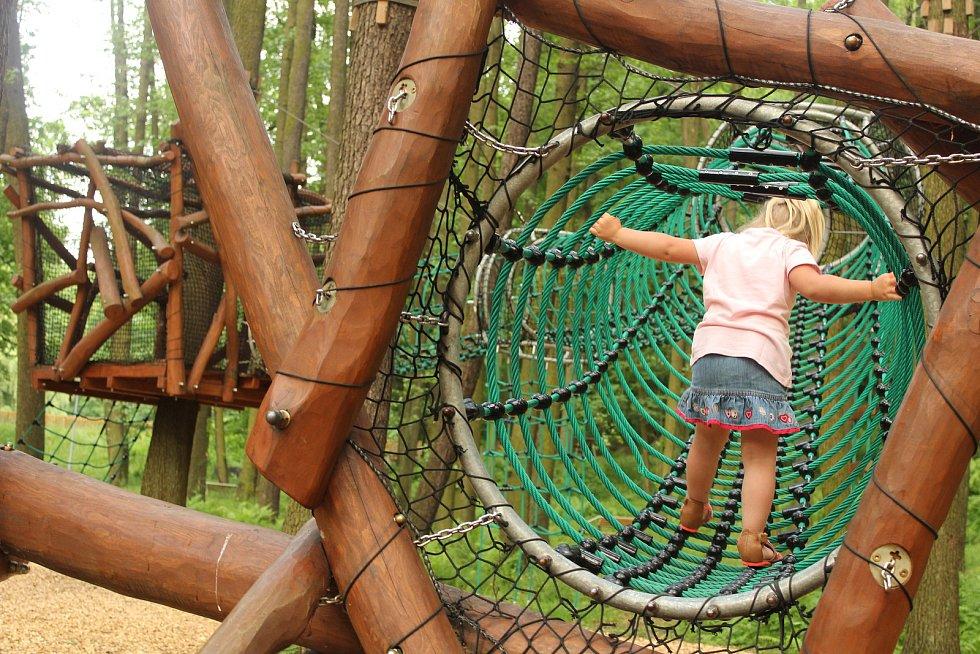 Dětská hřiště v lesoparku