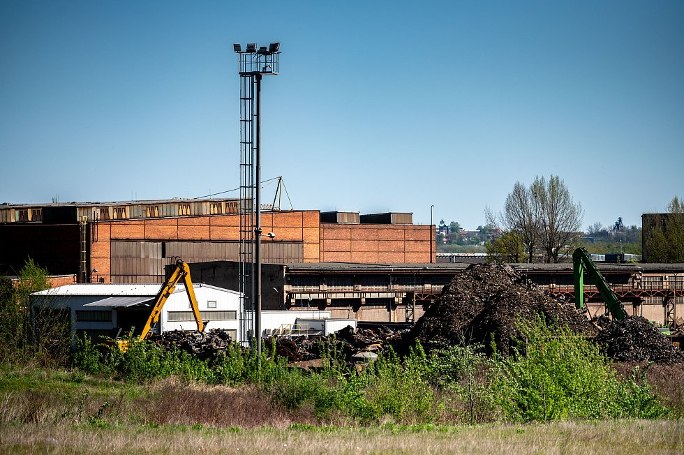 Úterý - den po požáru autovrakoviště v Dolní oblasti Vítkovic v Ostravě.