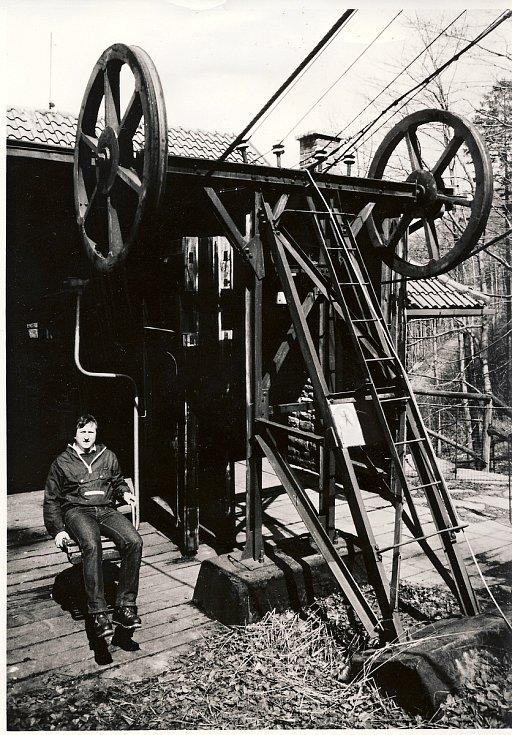 Dolní stanice lanovky z Trojanovic na Pustevny v roce 1957.