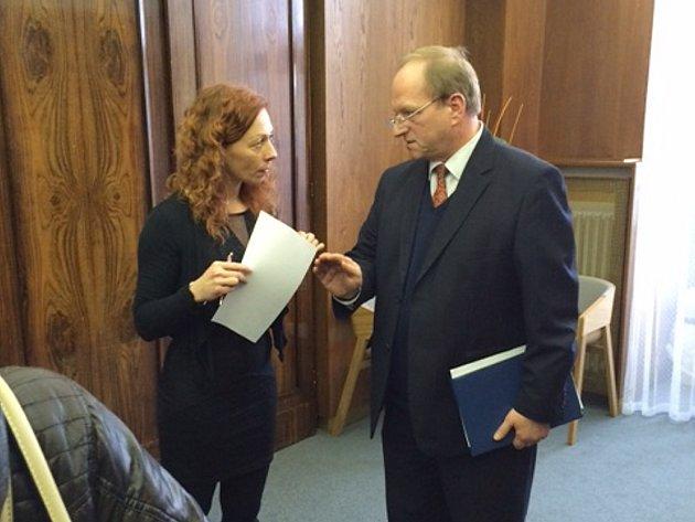 Jaroslav Lux na snímku s mluvčí magistrátu Andreou Vojkovskou.