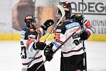 Utkání 43. kola hokejové extraligy: HC Vítkovice Ridera - HC Sparta Praha, 5. února 2021 v Ostravě. (zleva) tým sparty oslavuje gól (Lukáš Pech ze Sparty, Jan Košťálek ze Sparty a Adam Polášek ze Sparty).