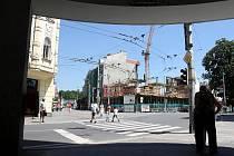 Hrubá stavba administrativní budovy na Biskupské ulici pokračuje, stavaři teď pracují na druhém nadzemním podlaží.