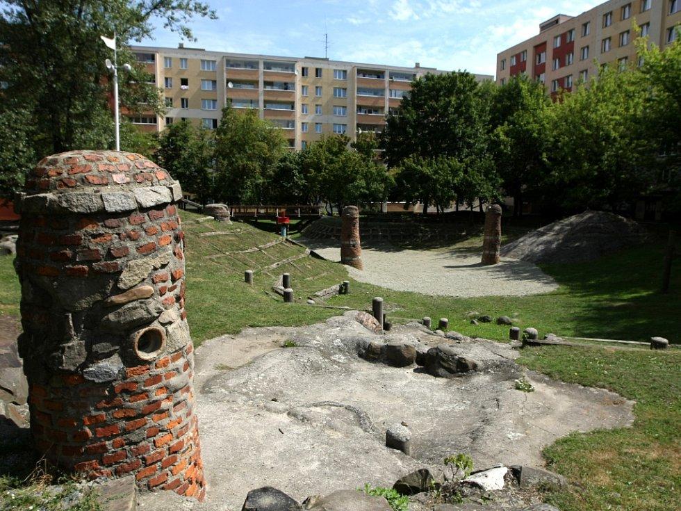 Areál Minikrajiny Fifejdy II, takzvaná indiánská vesnička, která se nachází ve vnitrobloku v Lechowiczově ulici v Ostravě-Fifejdách.