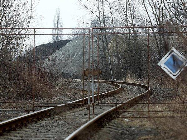 Snímek areálu bývalých Vratimovských papíren, který firma SIMUL trust využívala jako překladiště pro palivo zlagun.