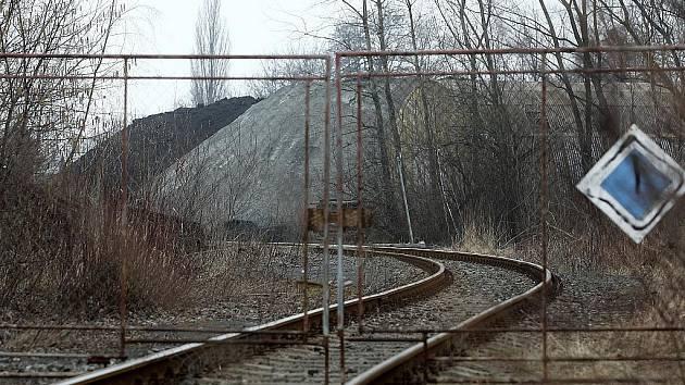 Snímek areálu bývalých Vratimovských papíren, který firma SIMUL trust využívala jako překladiště pro palivo z lagun.