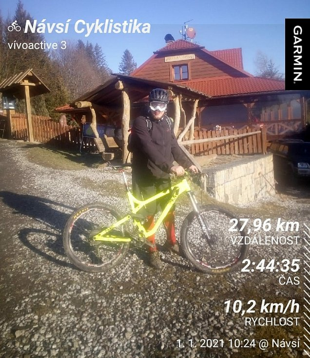 Marian Wozniak a Kozubová na kole.