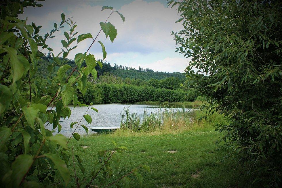Rybníky ve Zbyslavicích jsou častým cílem výletů.