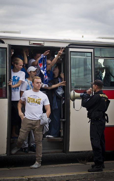 Fanoušci Baníku Ostrava dotlačili své miláčky 15. srpna 2014 k výhře na Spartě. Cesta byla jako vždy... Divoká.