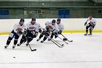 Hokejisté HC Ridera Vítkovice 30. července 2020 v Ostravě začali s přípravou na ledě. Zleva Zbyněk Irgl.