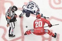Utkání 7. kola hokejové extraligy: HC Vítkovice Ridera - HC Oceláři Třinec, 3. října 2019 v Ostravě. Na snímku (zleva) Ondřej Roman a Petr Vrána.