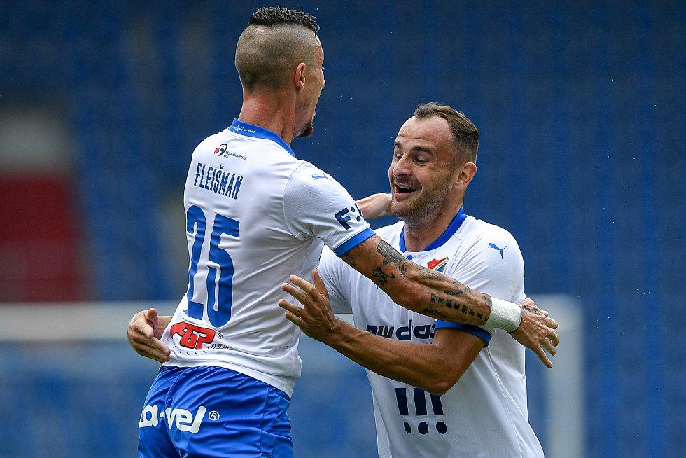 Utkání 2. kola první fotbalové ligy: Baník Ostrava - Fastav Zlín, 1. srpna 2021 v Ostravě. (zleva) Jiří Fleišman z Ostravy a David Lischka z Ostravy se radují z gólu.