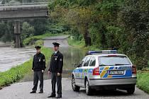 Na více než tři metry, tedy na první stupeň povodňové aktivity vystoupala ve středu hladina řeky Ostravice v Ostravě. Z břehů se vylila například u Havlíčkova nábřeží, kde zatopila vozovku.