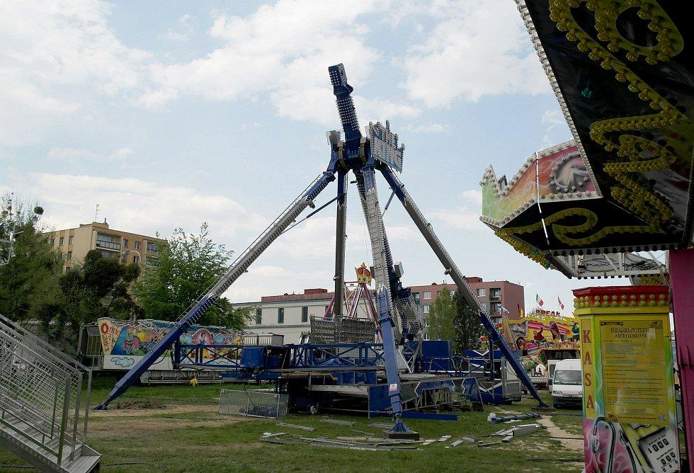 Kolotoče jsou na tradičním plácku v Porubě, letos jsou první v celé Ostravě a provoz naplno chtějí od třetího květnového pondělí. Ostrava, 12. května 2021.