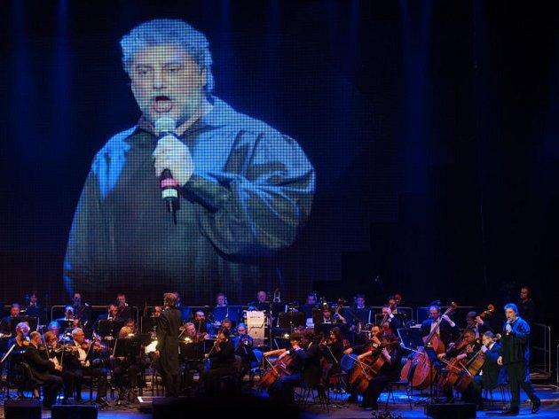 Jeden z nejlepších současných světových tenoristů, Argentinec José Cura v sobotu poprvé vystoupil v Ostravě.