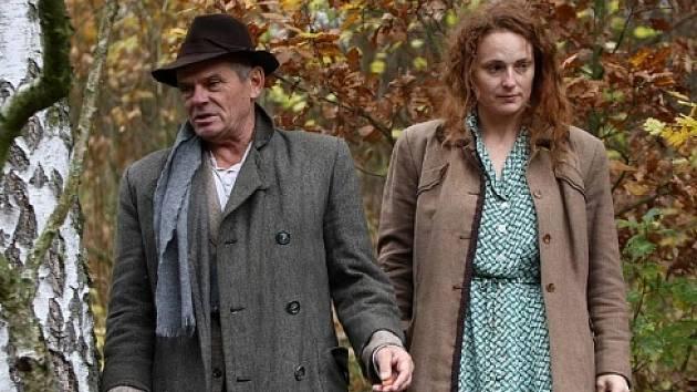 Markéta Hrubešová a Milan Kňažko ve vítězném snímku Boží duha v kategorii Drama, který vznikl v produkci ostravského Televizního studia v režii Jiřího Svobody.