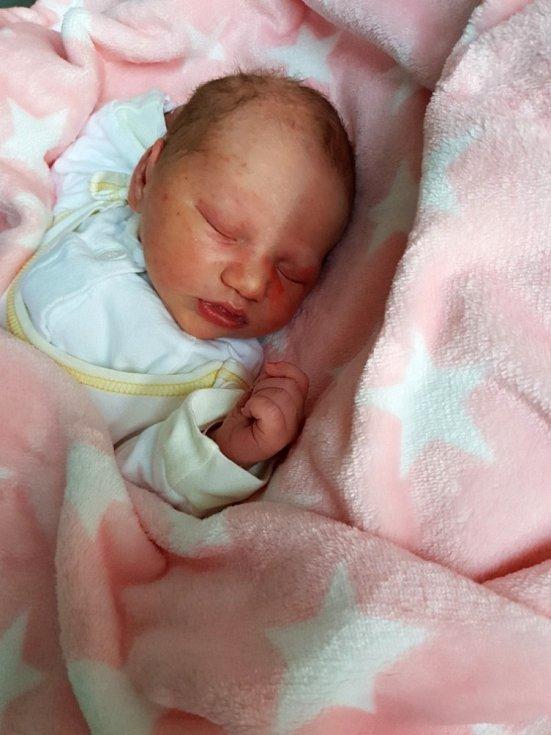 Mia Kamenská, Vrbno pod Pradědem, narozena 2. června 2021 v Opavě, míra 49 cm, váha 3460 g.