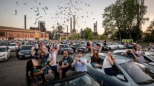 Autokoncert Mirai v Ostravě přilákal hlavně mladší publikum.