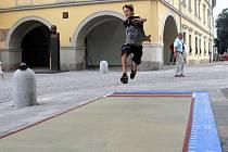 Skokanský sektor pro skok daleký na Masarykově náměstí v centru Ostravy