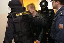 V Ostravě se vyhlášení rozsudku konalo za mimořádných bezpečnostních opatření. Odvolací řízení u Vrchního soudu v Olomouci se již obešlo bez zakuklenců.