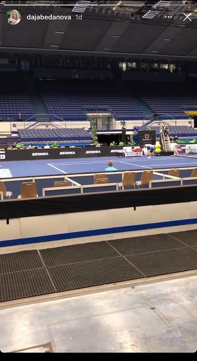 Tenisový turnaj v Ostravar Aréně, který se měl konat bez diváků, mohli VIP hosté sledovat ze skyboxu.