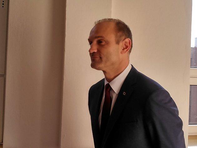 Bývalý ministr vnitra Ivan Langer u ostravského krajského soudu.