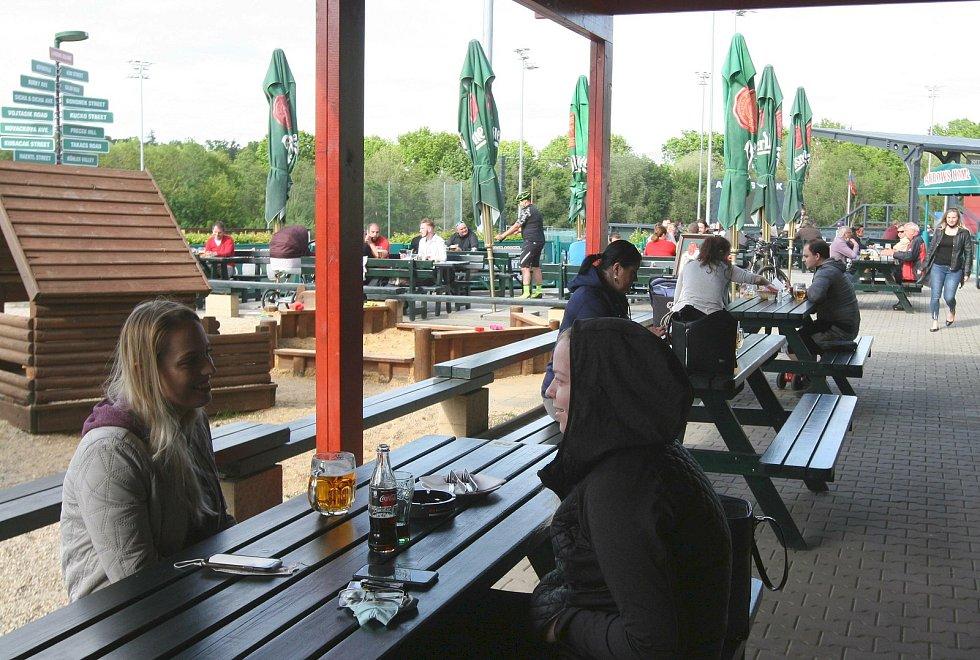 ZAHRÁDKA restaurace Arrows u osmého porubského obvodu.