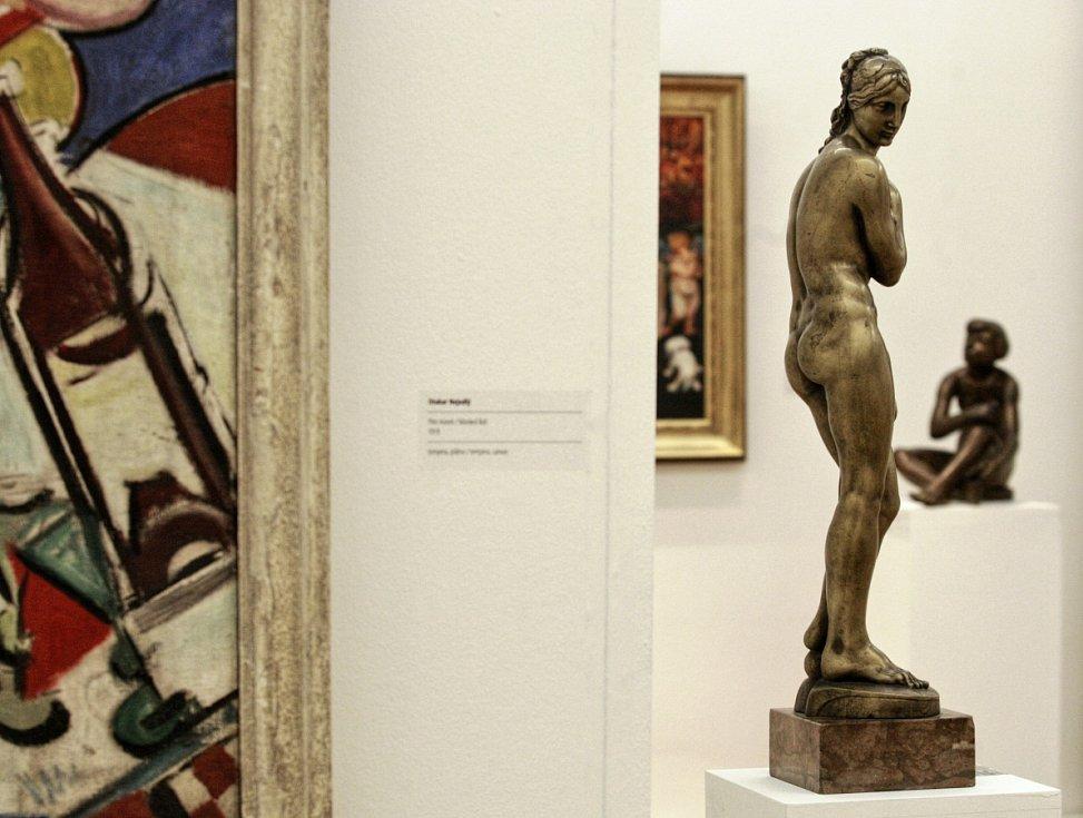 Sto děl z Galerie výtvarného umění v Ostravě  - takový název nese výstava, která je současně dárkem k devadesátým narozeninám ostravského Domu umění.