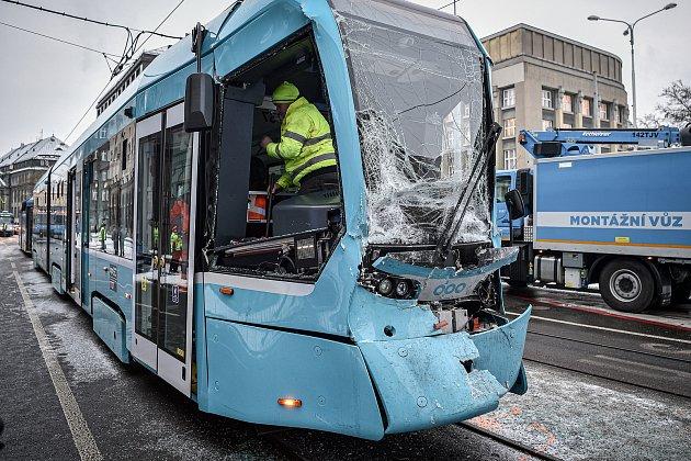 Srážka tramvají na křižovatce ulic 28.října a Nádražní (poblíž zastávky Elektra), 15.ledna 2021vOstravě.