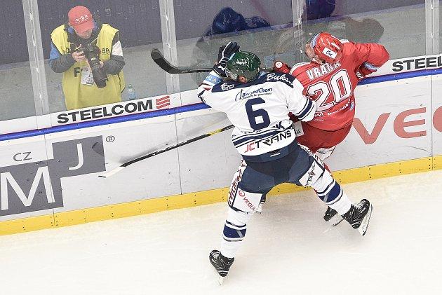 Utkání 7.kola hokejové extraligy: HC Vítkovice Ridera - HC Oceláři Třinec, 3.října 2019vOstravě. Na snímku (zleva) Jan Výtisk a Petr Vrána.