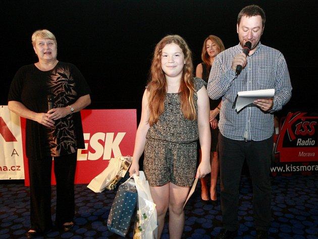 Předávání cen pro nejlepší mladé autory čertovských pohádek. Na snímku vítězka Ema Zvejšková ze Šenova.